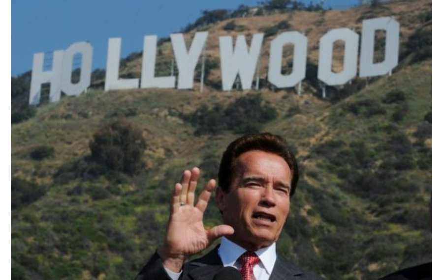 Schwarzenegger returns to acting