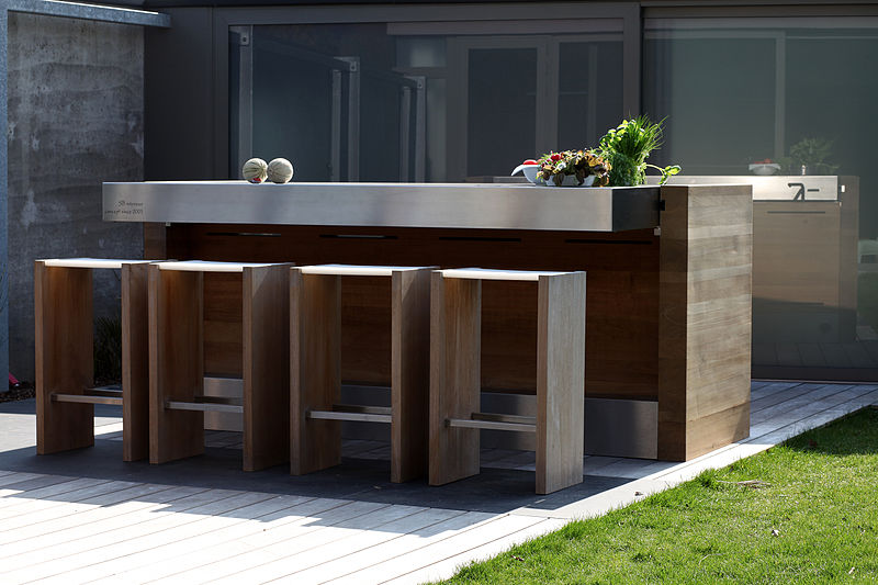 Enhancing Your Backyard Presence: Creating an Outdoor Kitchen