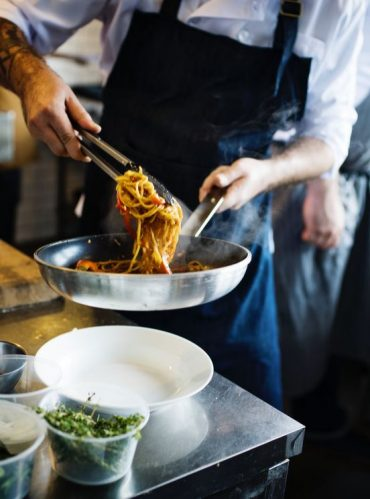 Running a Reputable Restaurant: 4 Tips for Maintaining Your Kitchen