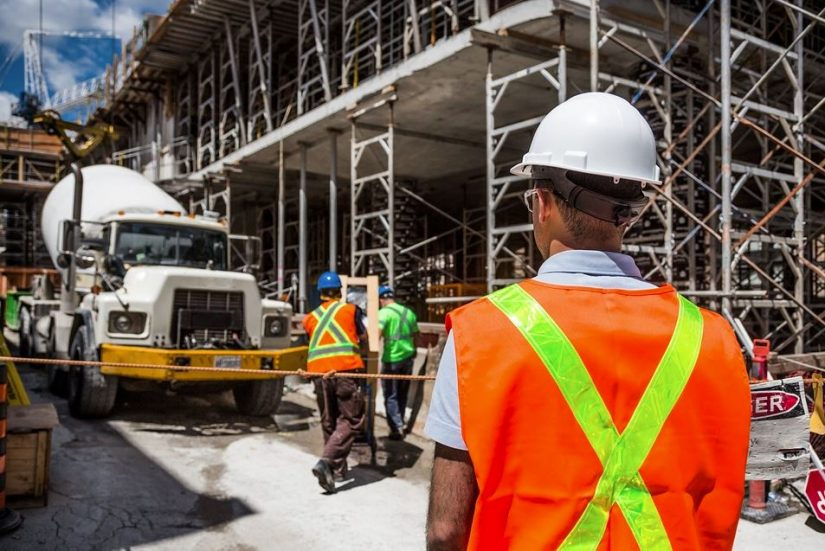 Own a Construction Company? 4 Ways to Win the Trust of Your Workers